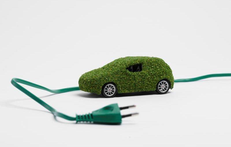 зелен автомобил