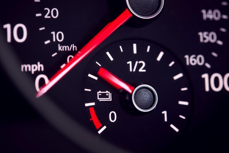 индикатор резервоар при електрически автомобили