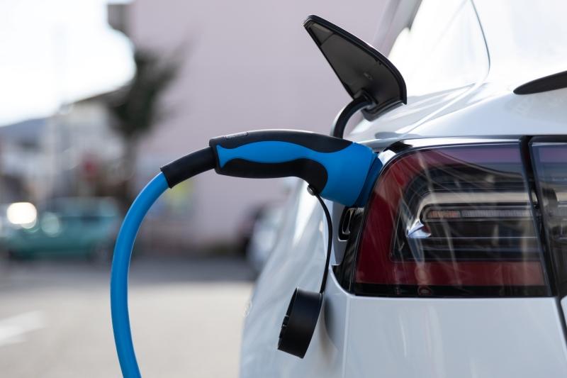 автомобил на батерии EV